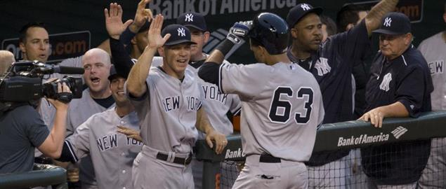 Joe Girardi and the Yankees greet Mason Williams after his first major league home run.